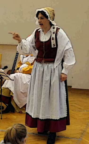 Kobieta wykonująca legendę o SKarbniku
